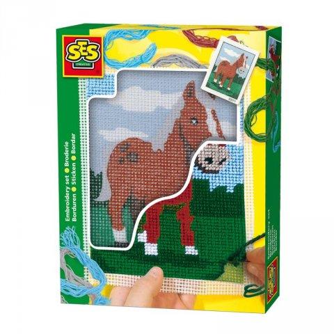 neuveden: SES Vyšívání dečky kůň